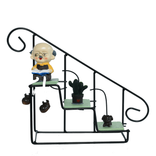 Show Piece Grandpa on stairs – HM0417